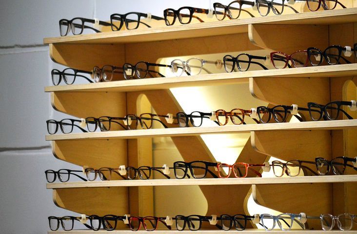 display of glasses online
